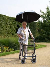 parapluie adaptable sur rollator ou fauteuil roulant 125 fr
